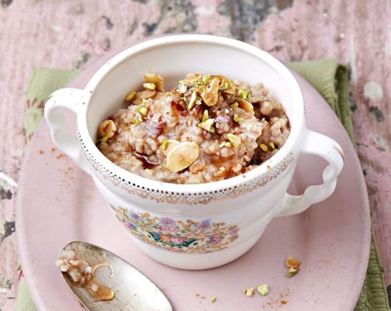 Vanilla Fig Oatmeal with Baklava Topping