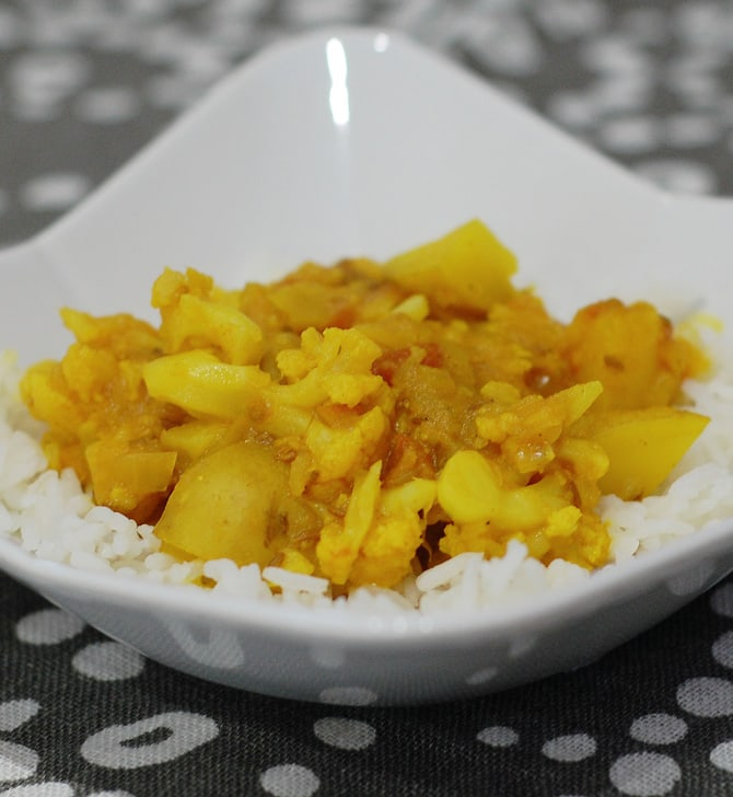 Potato Cauliflower Curry (Aloo Gobi) | HealthySlowCooking.com